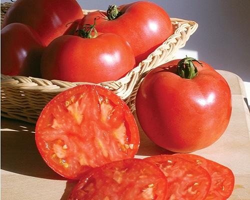 گوجهفرنگی زیبای صورتی